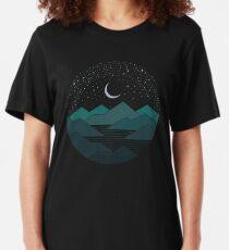 Zwischen den Bergen und den Sternen Slim Fit T-Shirt