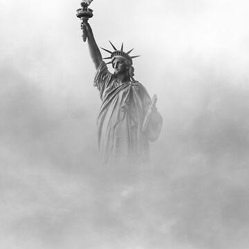 Freiheitsstatue steigt aus dem Nebel von drubdrub