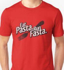 Essen Sie Pasta. Führen Sie Fasta aus. Slim Fit T-Shirt