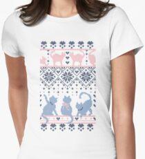 Camiseta entallada para mujer Fair Isle Knitting Cats Love // fondo violeta oscuro gatitos y detalles en blanco y violeta