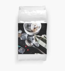 Drug abuse concept, Heroin shoot up tools and drugs and money Duvet Cover