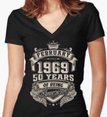 Camiseta entallada de cuello en V Nacido en febrero de 1969, 50 años de ser increíble.