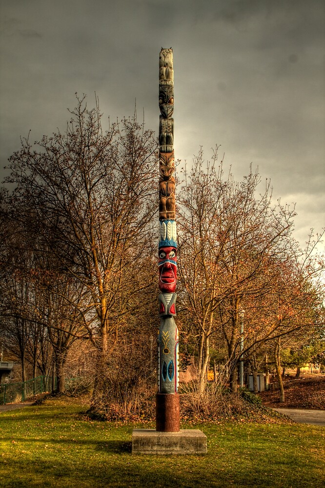 Totem Pole by Terence Russell