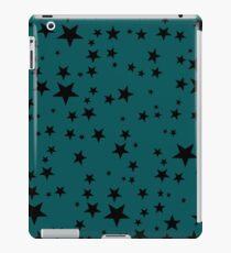 Random Size Black Stars auf einem Knickenten-Hintergrund iPad-Hülle & Klebefolie