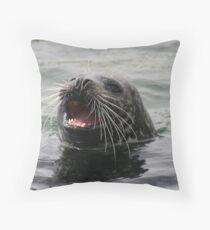 Svolværs sjøløven - The sea lion of Svolvær. Throw Pillow