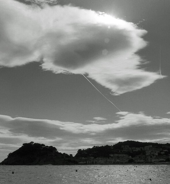 Clouds and Con Trails by James2001