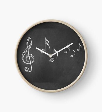 Musiknoten auf Tafel 4 Uhr