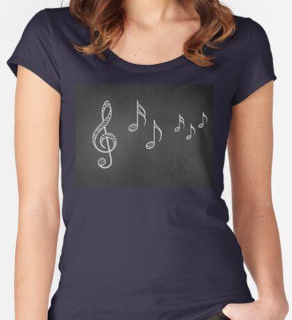Musiknoten auf Tafel 4 Tailliertes Rundhals-Shirt
