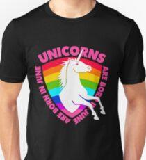 Camiseta unisex Los unicornios nacen en junio. Regalo de cumpleaños para  niñas. Mujeres. ff79e31f1c020