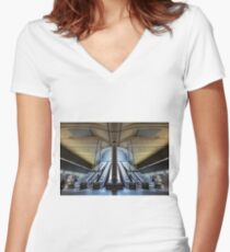 Canary Wharf Women's Fitted V-Neck T-Shirt