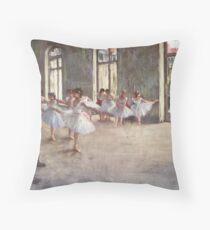 Edgar Degas Französischer Impressionismus-Ölgemälde-Ballerinen, die Tanzen probieren Dekokissen