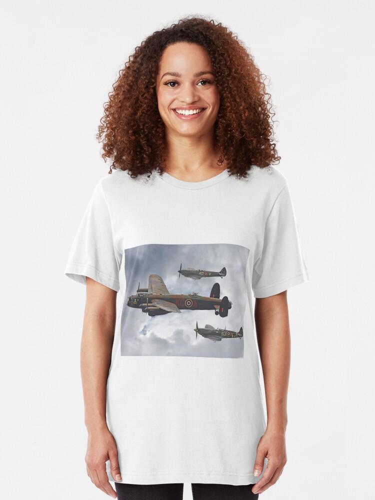 Vista alternativa de Camiseta ajustada El vuelo conmemorativo de la batalla de Gran Bretaña - Shoreham 2014