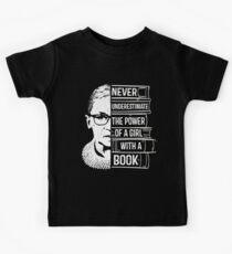 Camiseta para niños Nunca subestimes el poder de la chica con la camisa de libro RBG Ruth