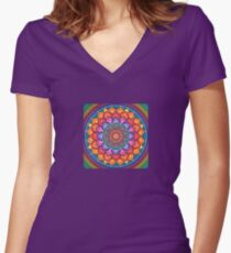 Lotus Rainbow Mandala Tailliertes T-Shirt mit V-Ausschnitt