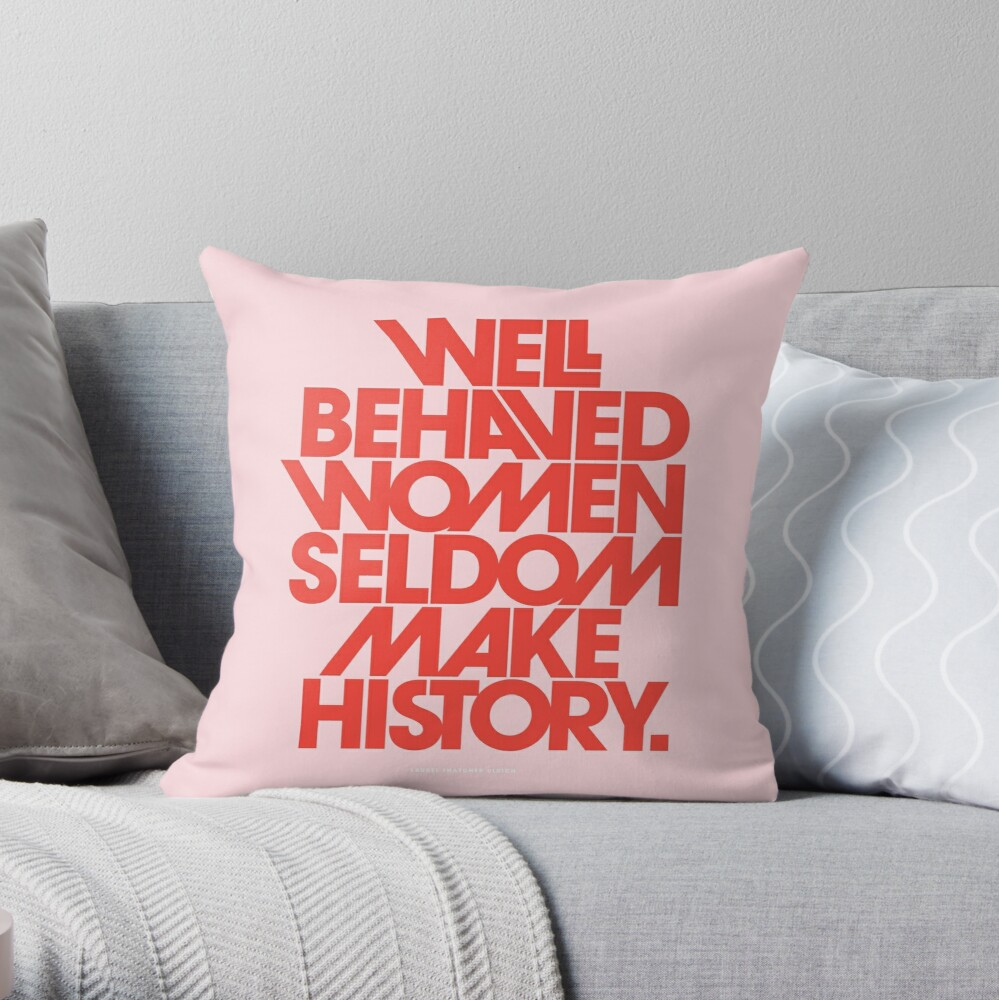 Mujeres con buen comportamiento en pocas ocasiones hacen historia (versión rosa y roja) Cojín
