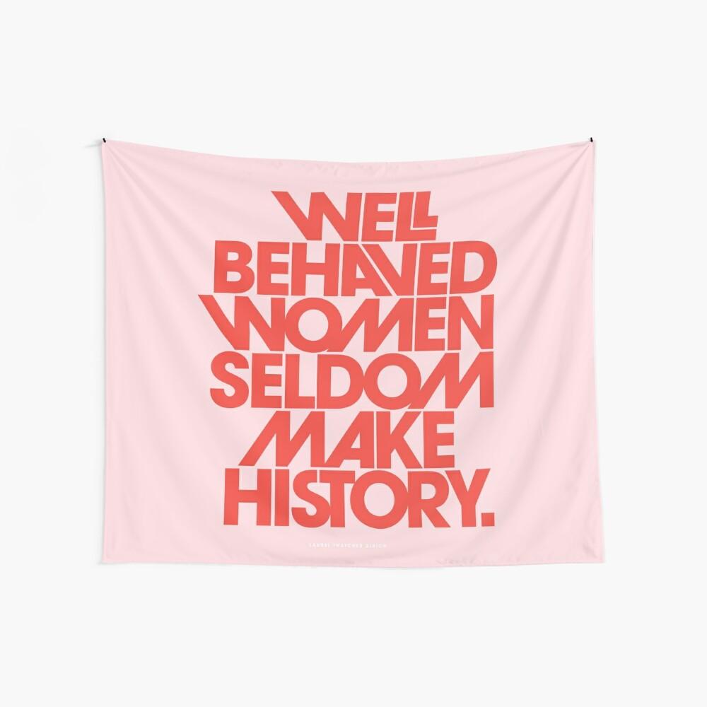 Gut erzogene Frauen machen selten Geschichte (Pink & Red Version) Wandbehang
