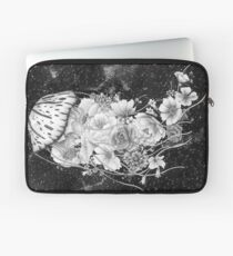 Magic Ocean: The Jellyfish Laptop Sleeve