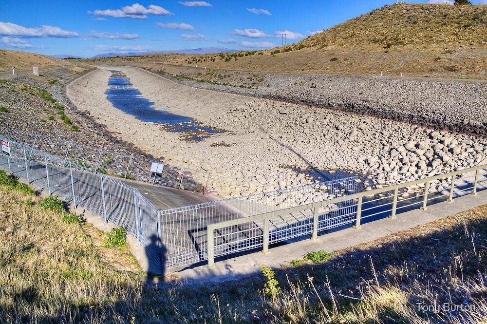 Ohau Canal ... dry as bro! by Antony Burton