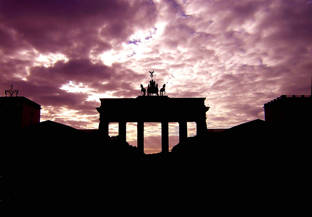 Brandenburg Gate by rmarz