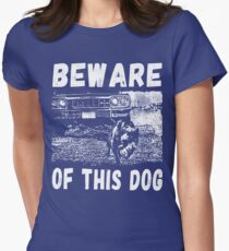 Beware Of This Dog Tailliertes T-Shirt für Frauen