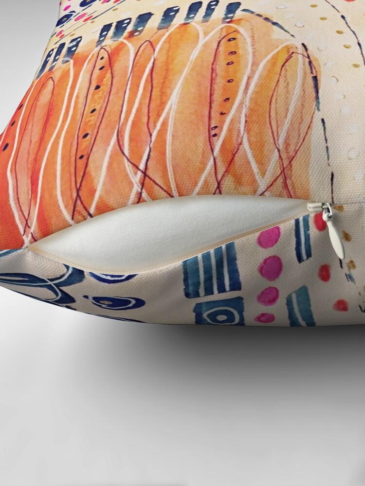 Alternative Ansicht von Shakti abstraktes handgemaltes Design Dekokissen