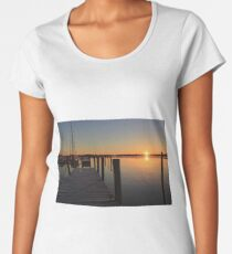 Winter Sunrise on the river. Women's Premium T-Shirt