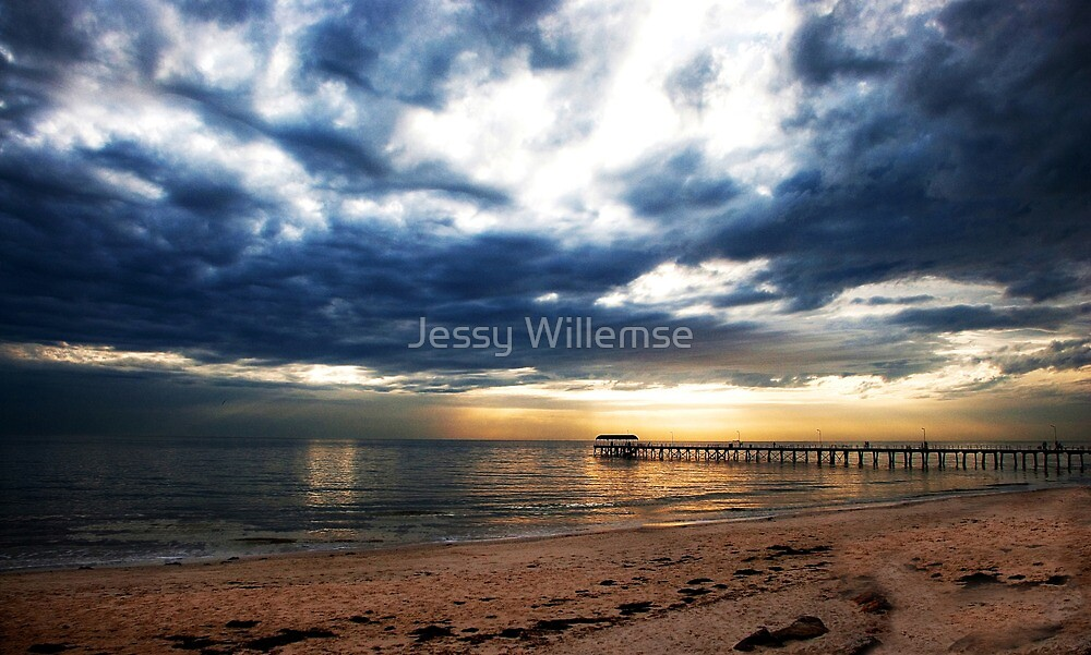 Sunset before the storm by Jessy Willemse