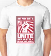 Camiseta unisex Introvertidos se unen por separado en sus propias casas camisetas
