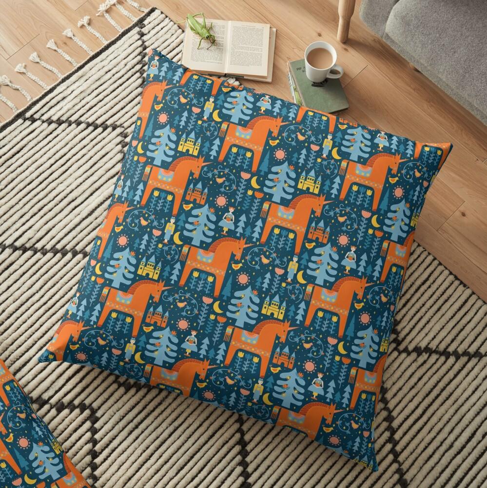Märchen in Blau + Orange Bodenkissen