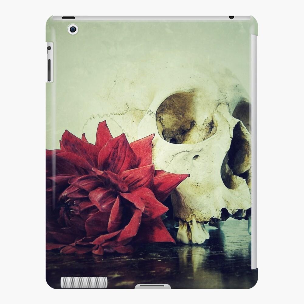 Vanitas Blood Red L iPad-Hülle & Skin