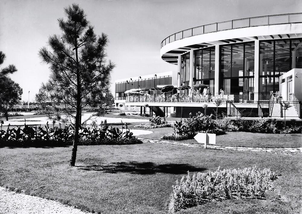 « Casino municipal de Royan, années 60 » par Francois Richet