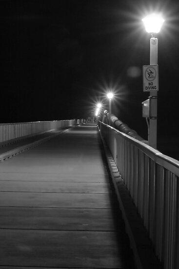Boardwalk by Night von Leahannaz