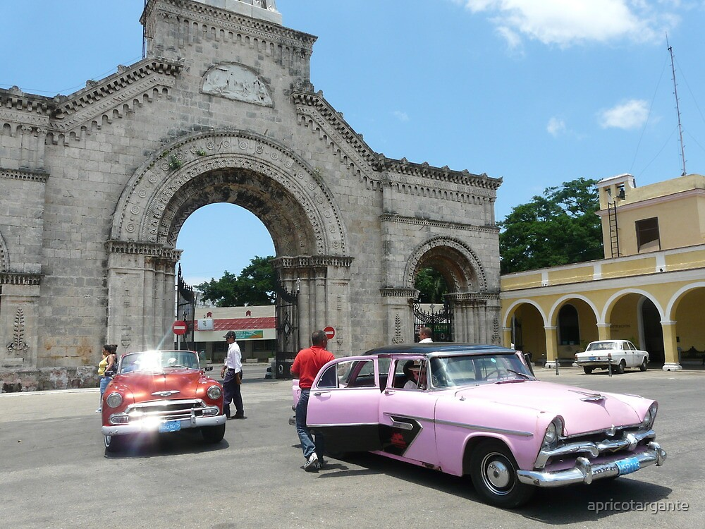 Vintage arrivals at the Cementerio de Cristóbal Colón by apricotargante
