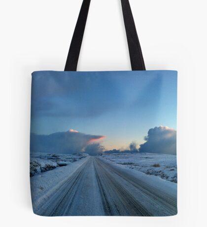 Dramatischer Dawn Drive Tote Bag