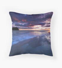 Maunganui day break Throw Pillow
