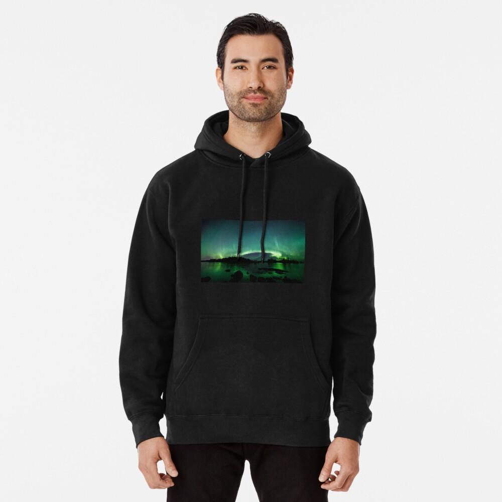 Wunderschöne Nordlichter über dem See Hoodie