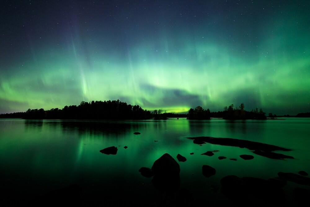 Wunderschöne Nordlichter über dem See von Juhani Viitanen