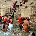 Ritual bath and morning prayer - Varanasi by bubblehex08
