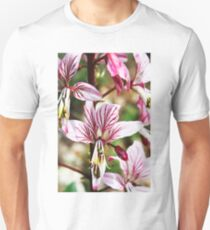 Lycoris, Peppermint Surprise Lily (Lycoris incarnata) T-Shirt