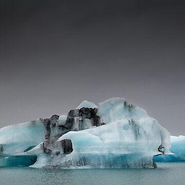 Icebergs at Jokulsarlon, Iceland by heidipics