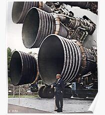 Wernher von Braun mit den F-1 Engines, 1969 koloriert Poster