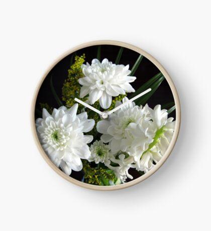 Reinheit - weiße Hyazinthe und Dahlien Uhr