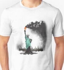 surreale gerenderte amerikanische Freiheitsstatuenabbildung: FREIHEITSÖL Slim Fit T-Shirt