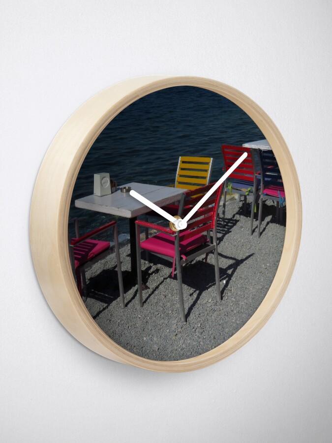 Alternative Ansicht von Tische & Stühle am Meer Uhr