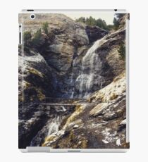 Cascada de agua en pleno invierno iPad Case/Skin