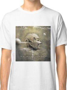 No Title 32 Classic T-Shirt