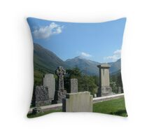 old stones, old bones Throw Pillow