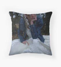 runaway bride 04 Throw Pillow