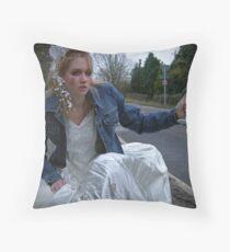 runaway bride 05 Throw Pillow