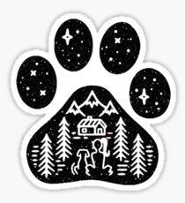 Kampierendes Wandern draußen kletternde Hundetatze Sticker